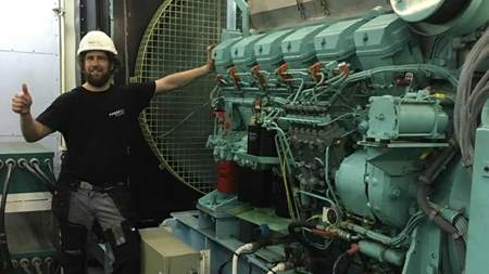 Power House  in Bahrain performing maintenance on a Volvo Penta D49A-MS engine!